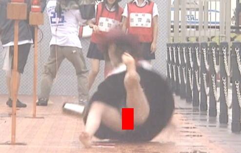高校生クイズ、JKが雨で滑ってびしょ濡れパンモロ放送事故!!ヤバ過ぎワロタwwwwww