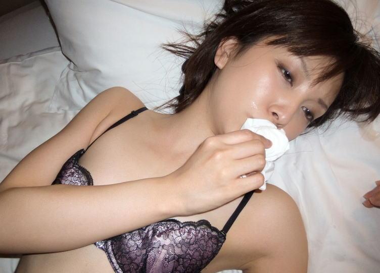 ティッシュ 口 顔 拭く 口内射精 顔射 事後 エロ画像【25】
