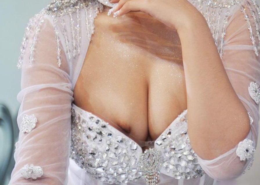 胸チラ 乳首チラ キャンギャル コンパニオン 胸元 エロ画像