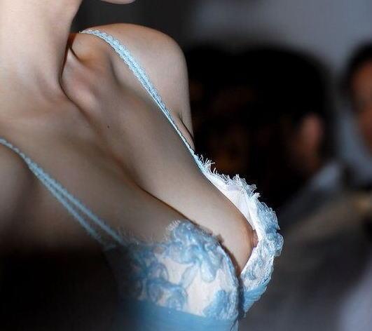 胸チラ 乳首チラ キャンギャル コンパニオン 胸元 エロ画像【19】