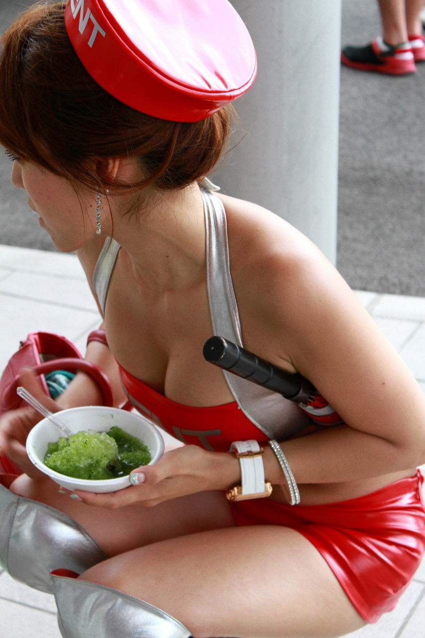 胸チラ 乳首チラ キャンギャル コンパニオン 胸元 エロ画像【21】