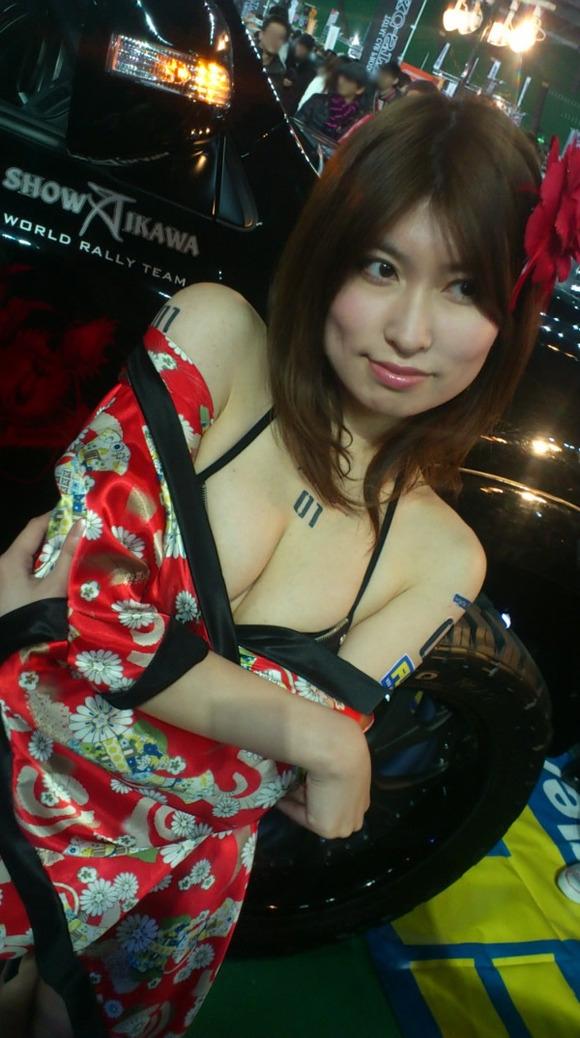 胸チラ 乳首チラ キャンギャル コンパニオン 胸元 エロ画像【23】