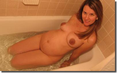 妊婦がお風呂でバスタイム!妊娠中の入浴エロ画像 ②