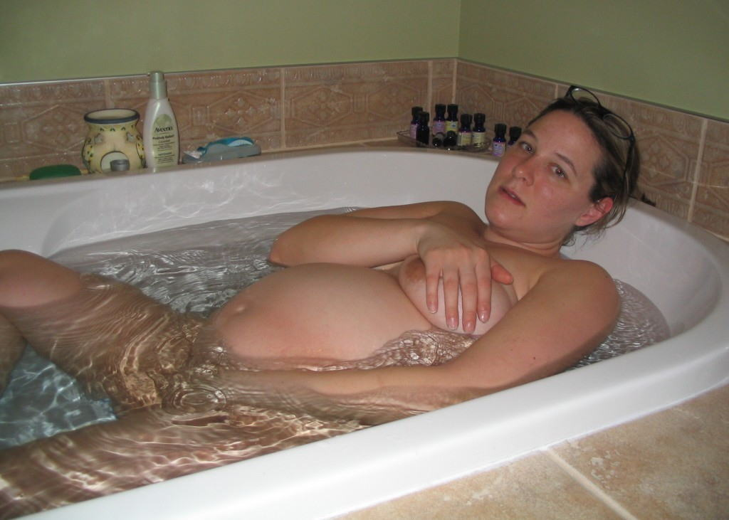 妊婦 お風呂 バスタイム 妊娠中 入浴 エロ画像【18】