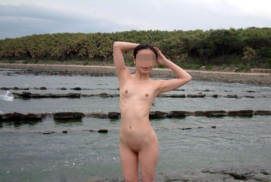 ガリガリ 屋外 細い女 野外 露出 エロ画像【3】