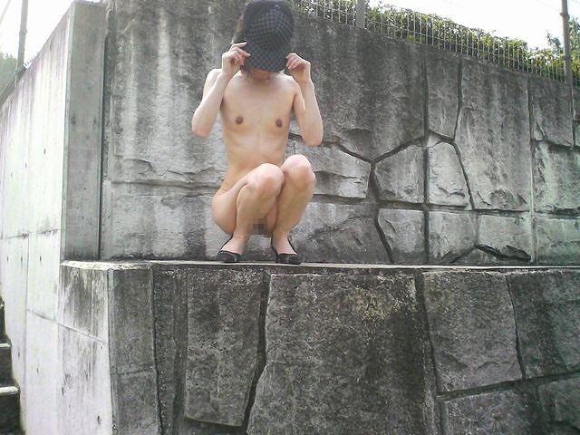 ガリガリ 屋外 細い女 野外 露出 エロ画像【8】
