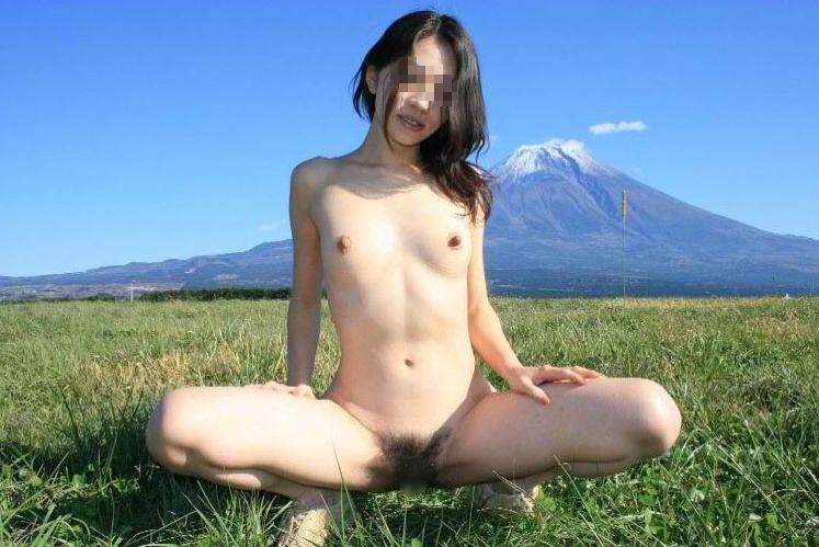 ガリガリ 屋外 細い女 野外 露出 エロ画像【20】