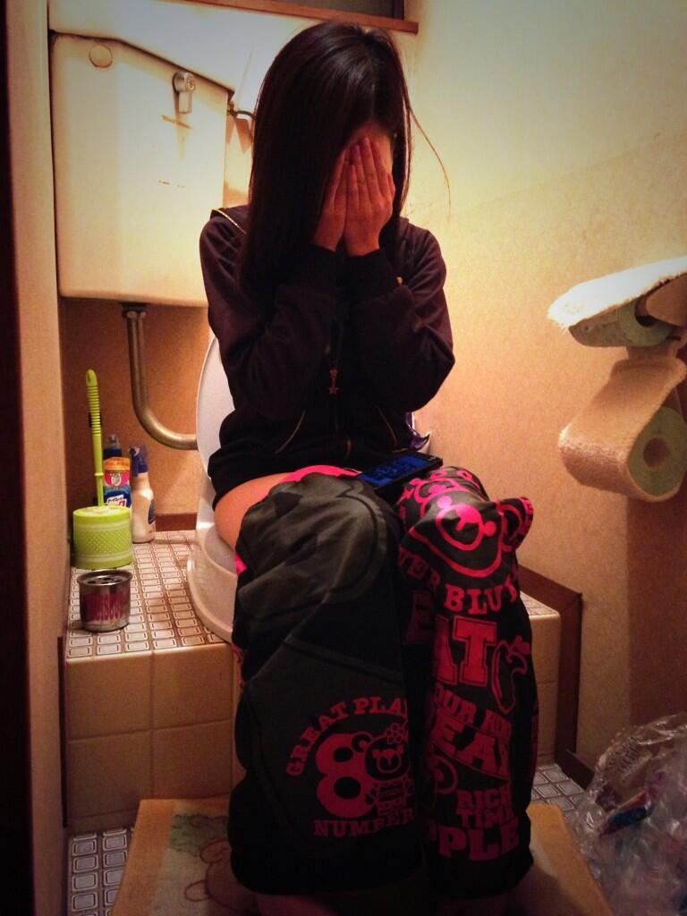 おしっこ トイレ ドア 開ける 反応 エロ画像【24】