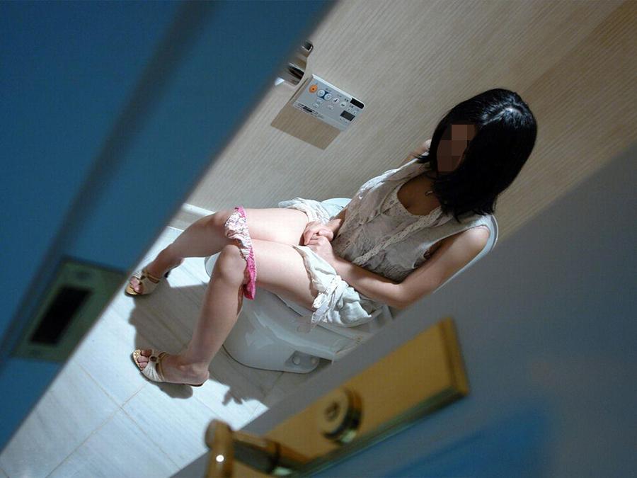 おしっこ トイレ ドア 開ける 反応 エロ画像【26】