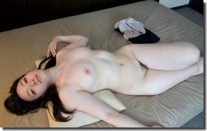 綺麗なおばさんが全裸になった美熟女ヌードのエロ画像 ④