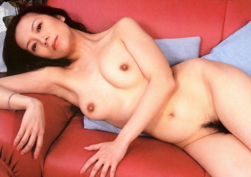 綺麗なおばさんが全裸になった美熟女ヌードのエロ画像