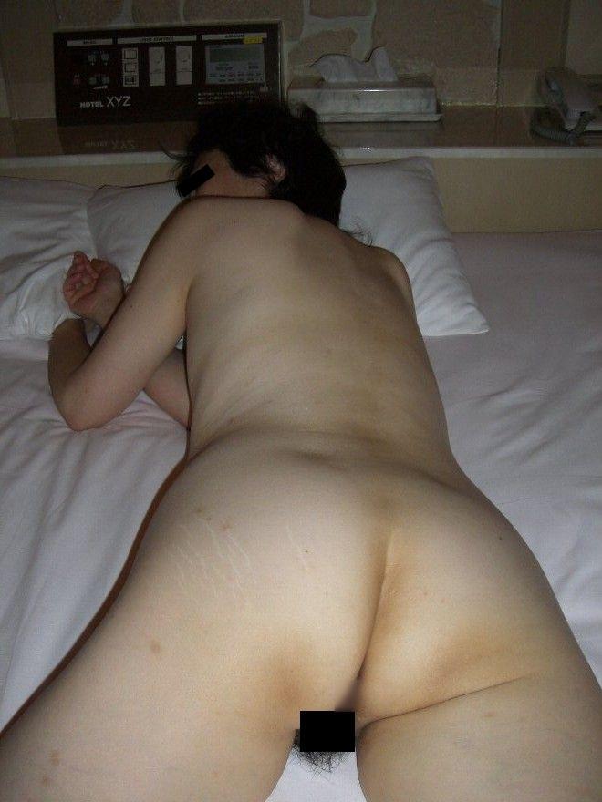 おばさん うつ伏せ お尻 寝転び 熟女 寝尻 エロ画像【14】