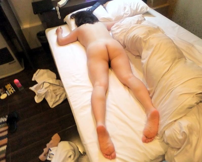 おばさん うつ伏せ お尻 寝転び 熟女 寝尻 エロ画像【30】