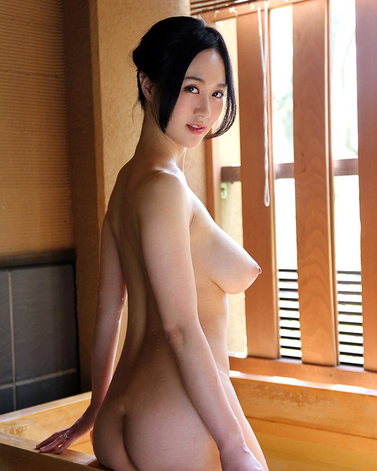 ロケットおっぱい 横乳 エロ画像【26】