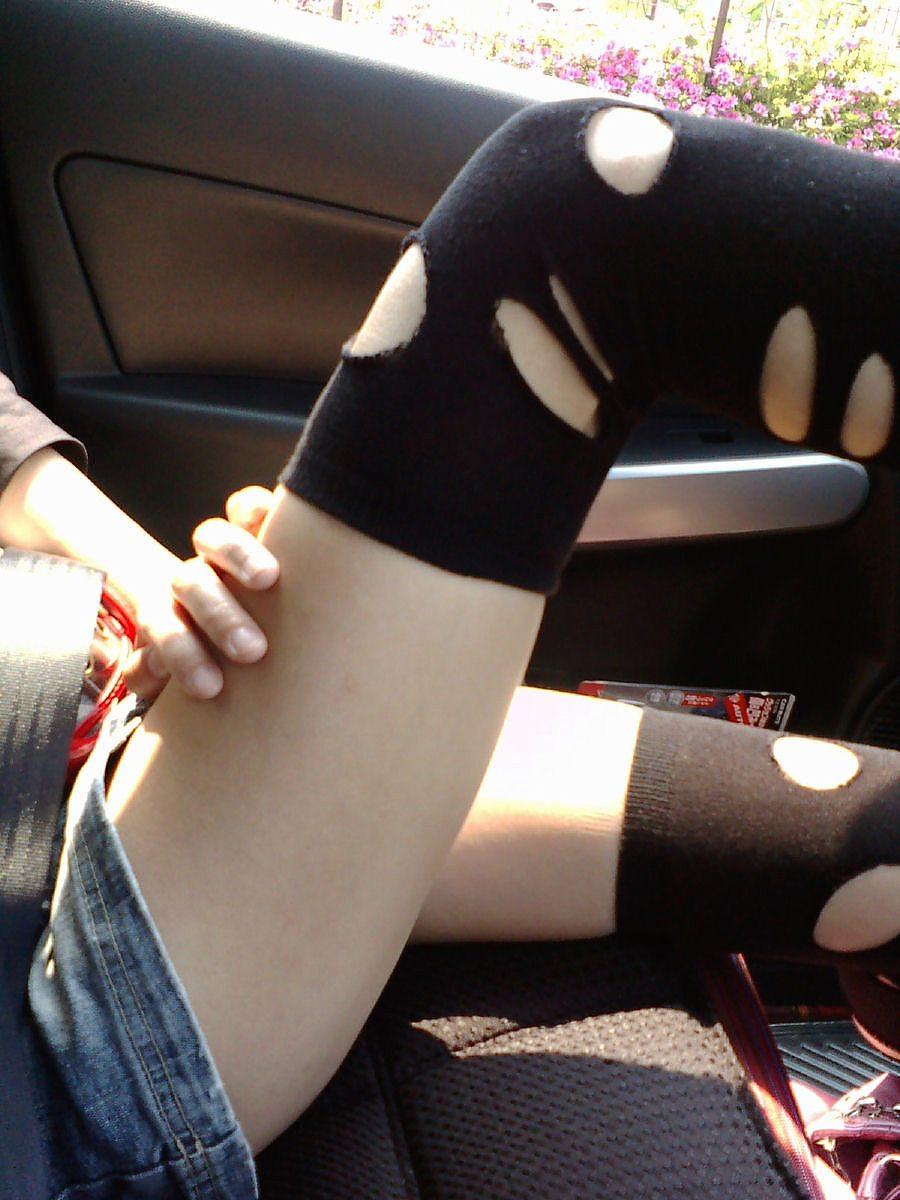 運転席 助手席 脚 太もも 車内 エロ画像【18】