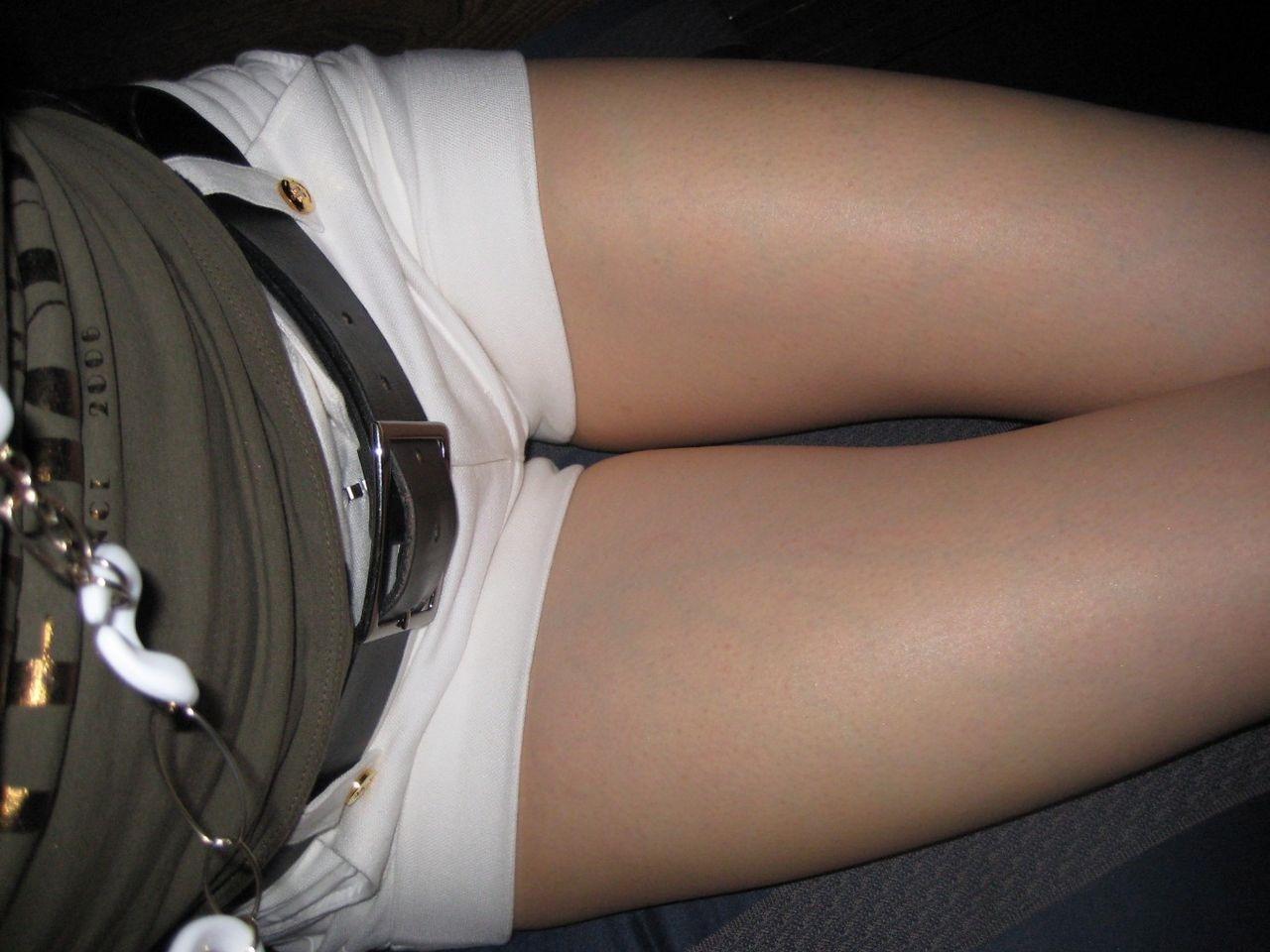 運転席 助手席 脚 太もも 車内 エロ画像【24】