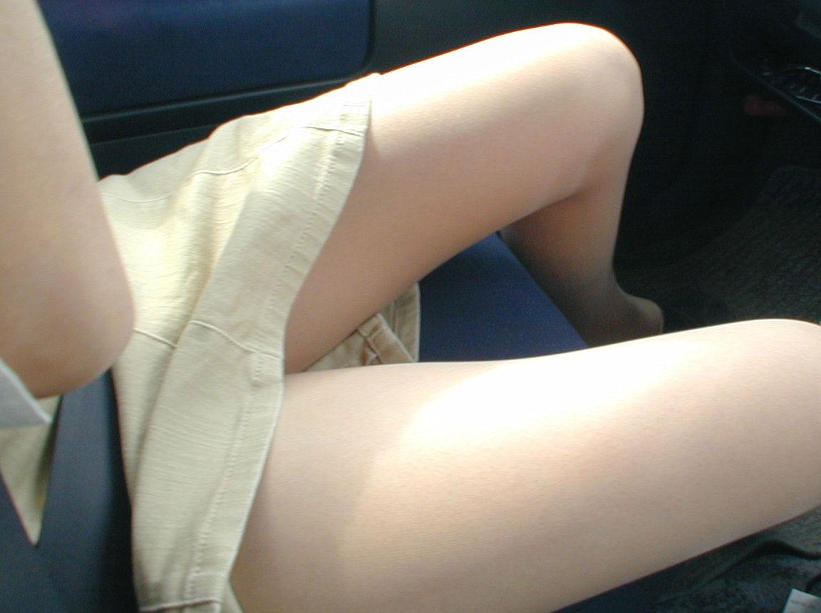 運転席 助手席 脚 太もも 車内 エロ画像【28】
