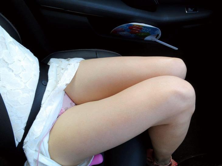 運転席 助手席 脚 太もも 車内 エロ画像【50】