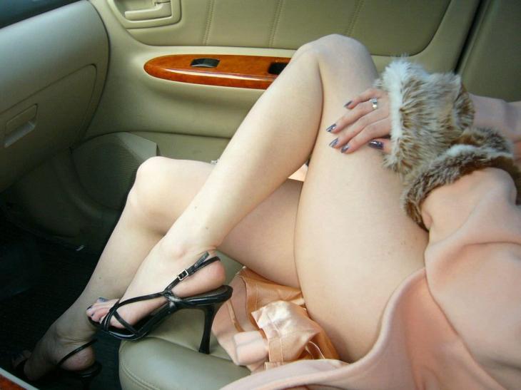 運転席 助手席 脚 太もも 車内 エロ画像【51】