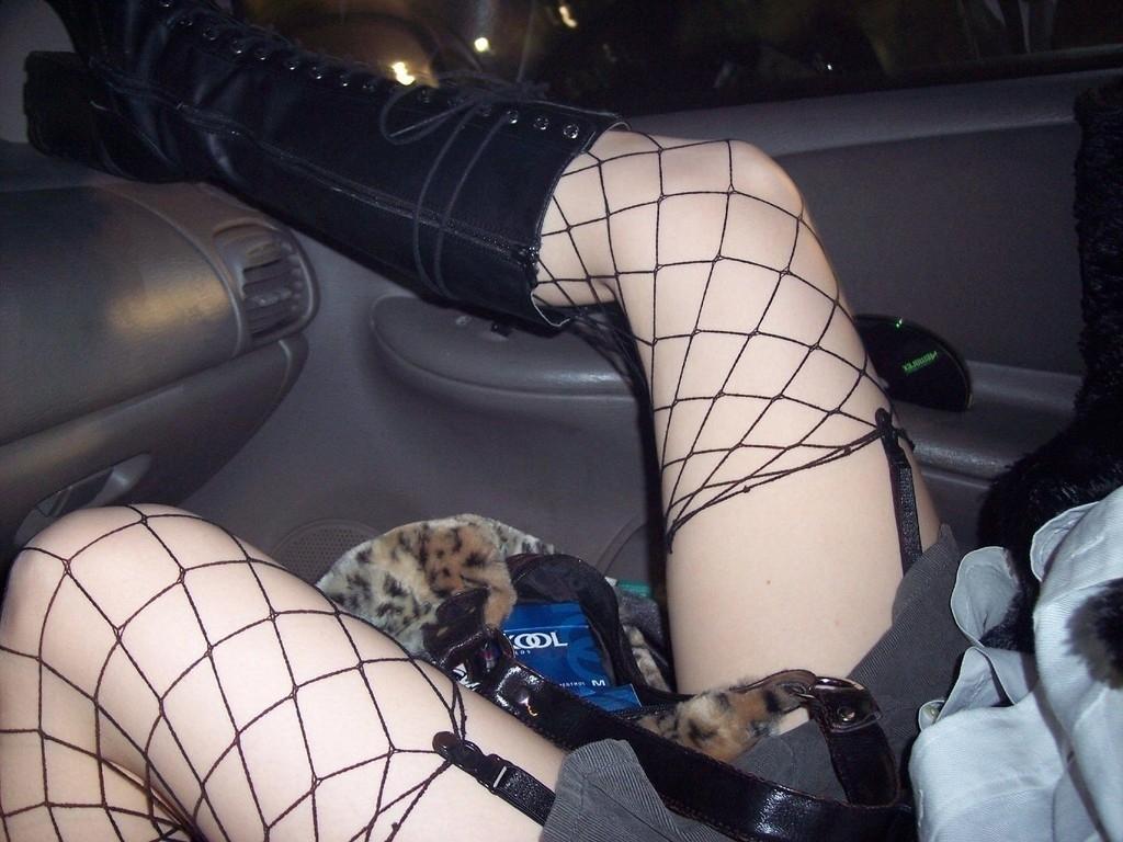 運転席 助手席 脚 太もも 車内 エロ画像【56】