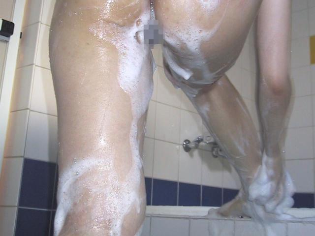 お風呂 足 太もも 泡 洗う 綺麗 脚 エロ画像【16】