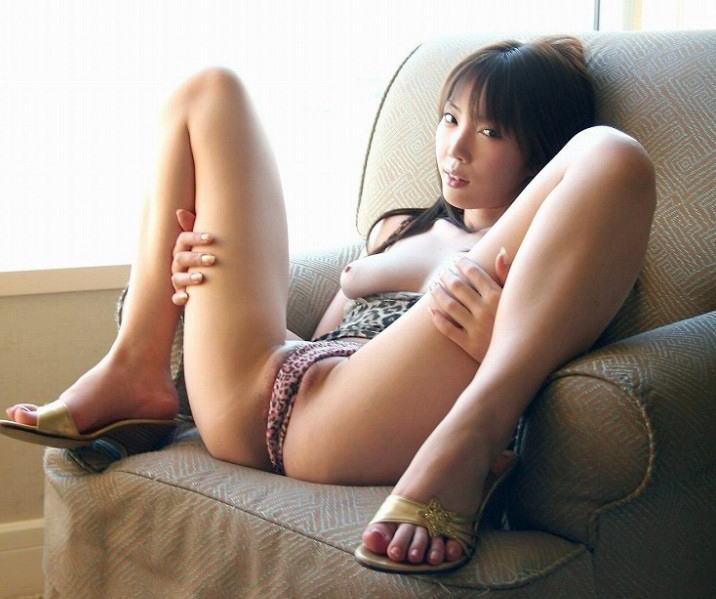 ソファ 椅子 M字開脚 股間 エロ画像【41】