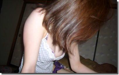 家の中でもブラジャーつけてる家庭内のブラチラ胸チラ画像 ②