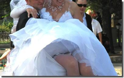 大事な結婚式当日にパンチラを披露する外国人花嫁のエロ画像 ②