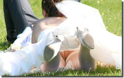 大事な結婚式当日にパンチラを披露する外国人花嫁のエロ画像 ③