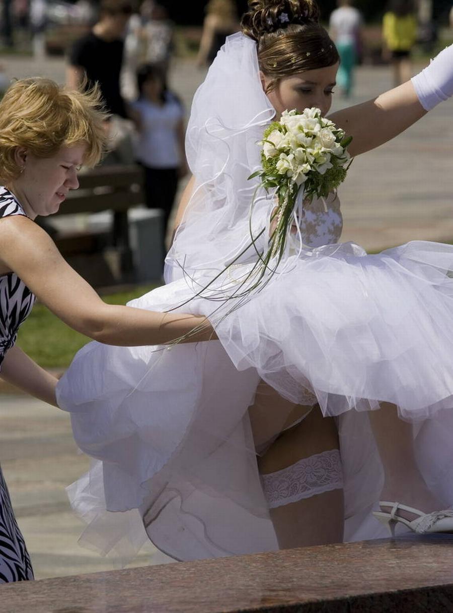 結婚式 パンチラ 外国人 花嫁 エロ画像【2】