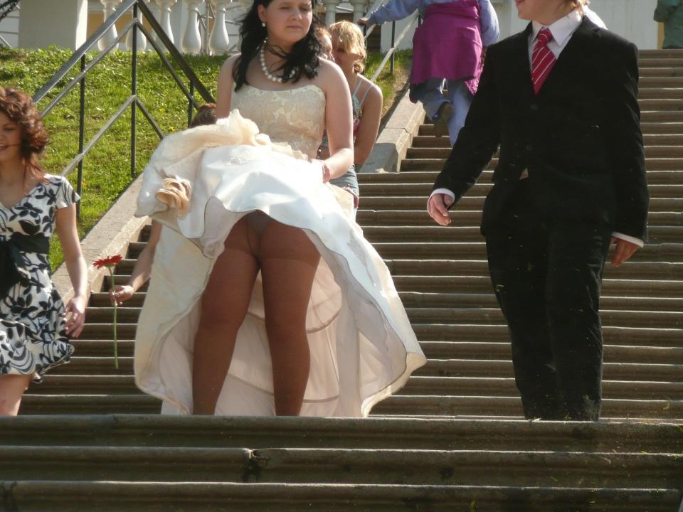 結婚式 パンチラ 外国人 花嫁 エロ画像【3】