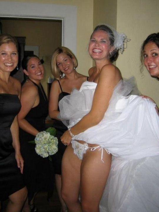 結婚式 パンチラ 外国人 花嫁 エロ画像【5】