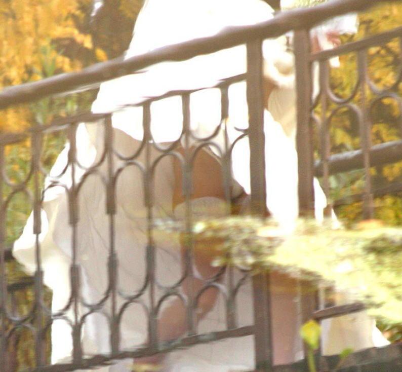 結婚式 パンチラ 外国人 花嫁 エロ画像【17】