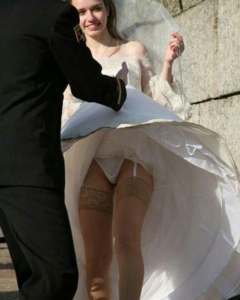 結婚式 パンチラ 外国人 花嫁 エロ画像【18】