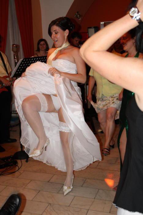 結婚式 パンチラ 外国人 花嫁 エロ画像【26】