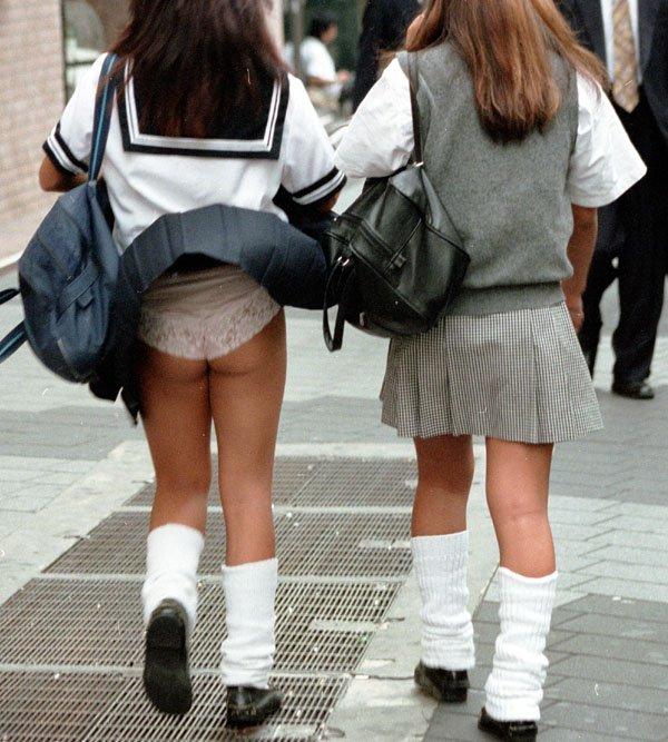 通気口 スカート ふわり マリリン・モンロー 風パンチラ エロ画像【2】