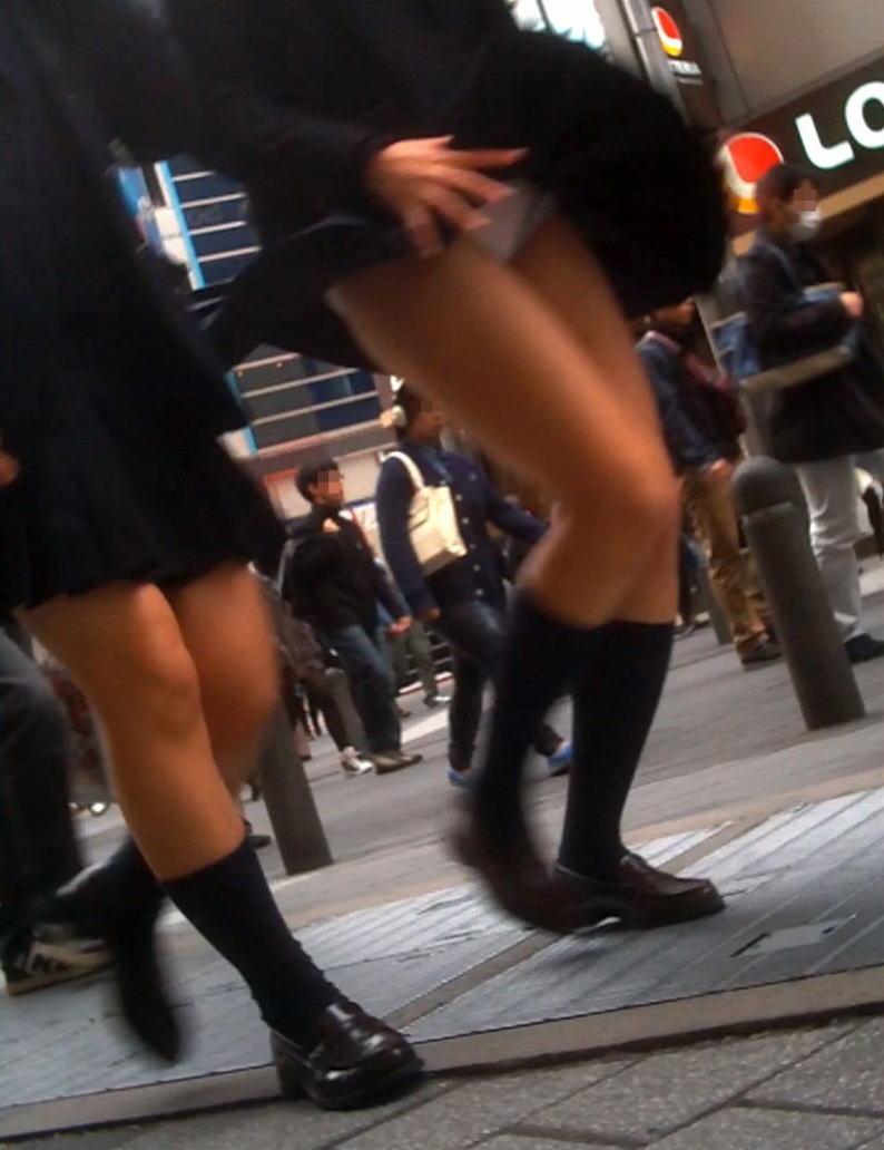 通気口 スカート ふわり マリリン・モンロー 風パンチラ エロ画像【4】
