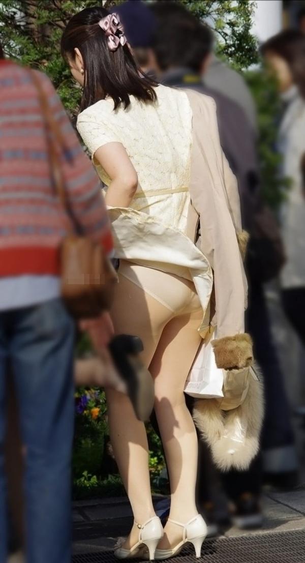 通気口 スカート ふわり マリリン・モンロー 風パンチラ エロ画像【12】