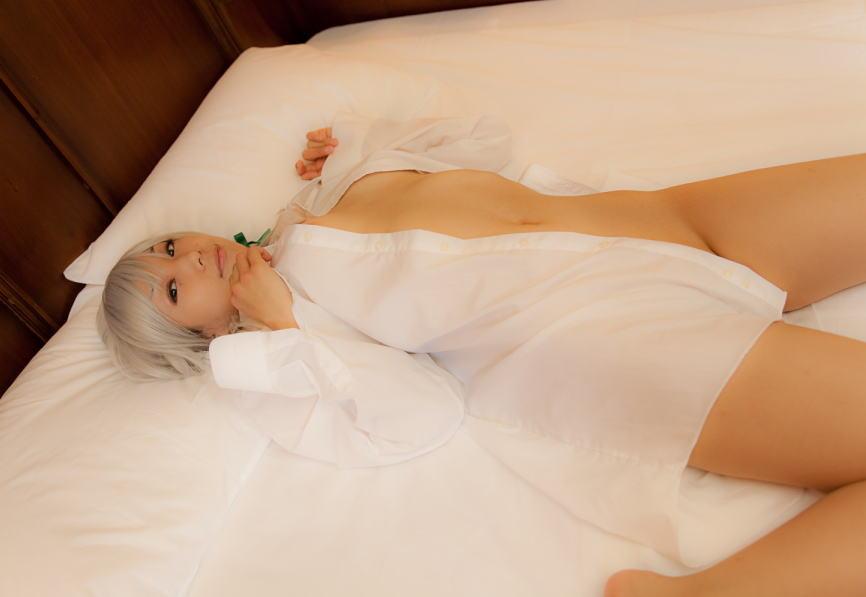 裸に白シャツ一枚なホワイトヌードのエロ画像
