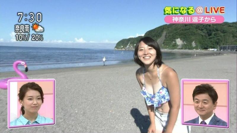 【画像・動画あり】NHKの巨乳アナが朝の番組で水着で谷間を見せつける