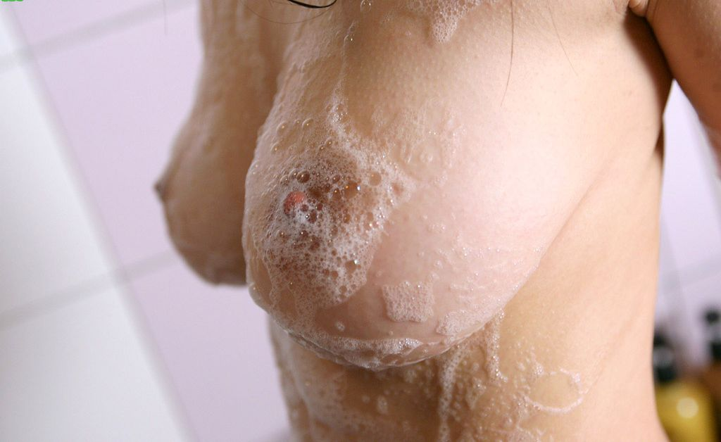お風呂 泡ブラ 乳首 泡 おっぱい エロ画像【17】