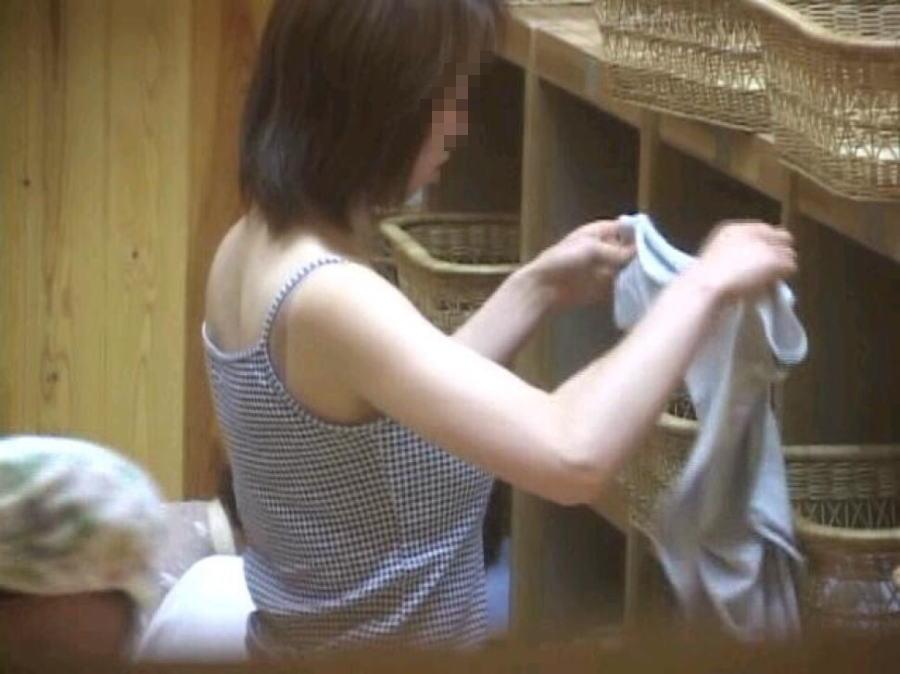 女風呂 脱衣所 エロ画像【2】