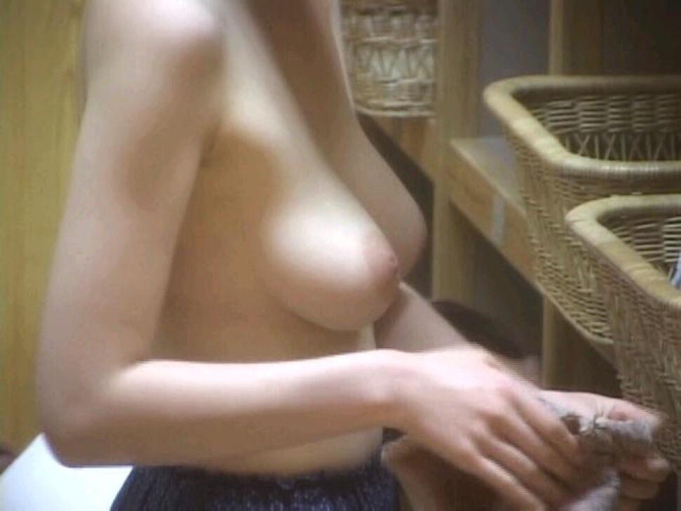 女風呂 脱衣所 エロ画像【6】