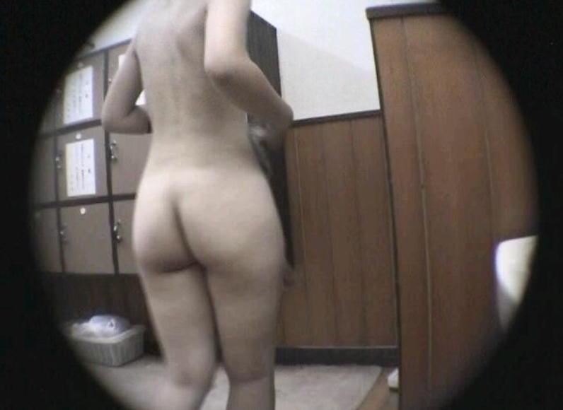 女風呂 脱衣所 エロ画像【12】