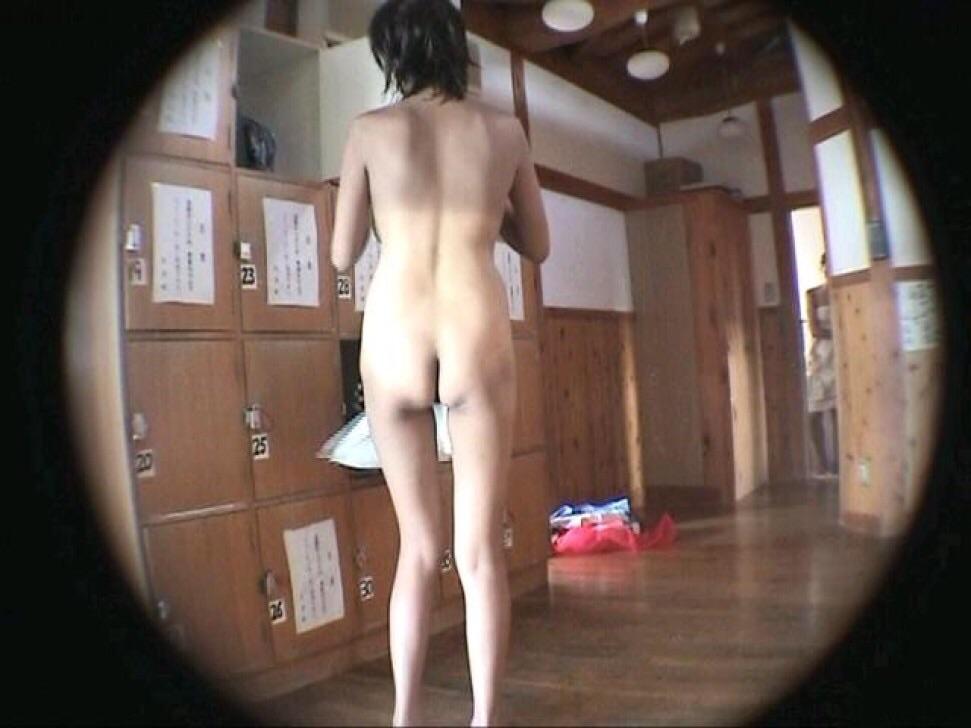 女風呂 脱衣所 エロ画像【20】