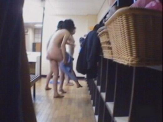 女風呂 脱衣所 エロ画像【43】