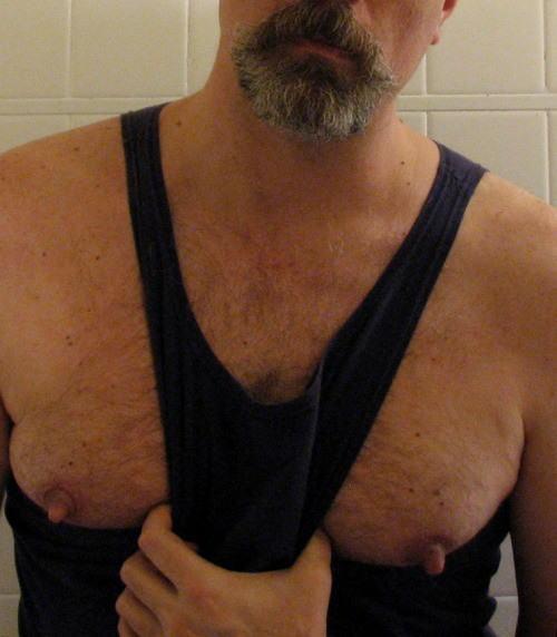 男 勃起乳首 デカ乳首 長乳首 ビンビン メンズ エロ画像【15】