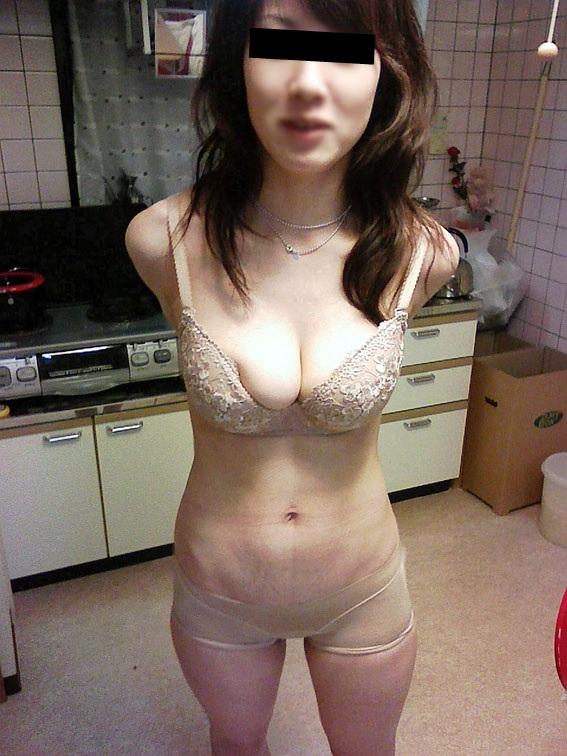 おばさん ベージュ 下着 肌色 熟女 エロ画像【29】