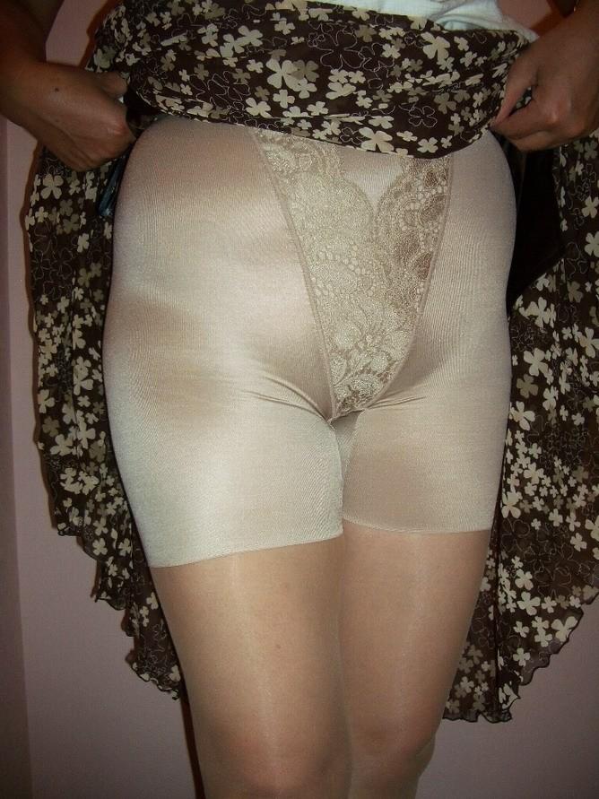 おばさん ベージュ 下着 肌色 熟女 エロ画像【37】