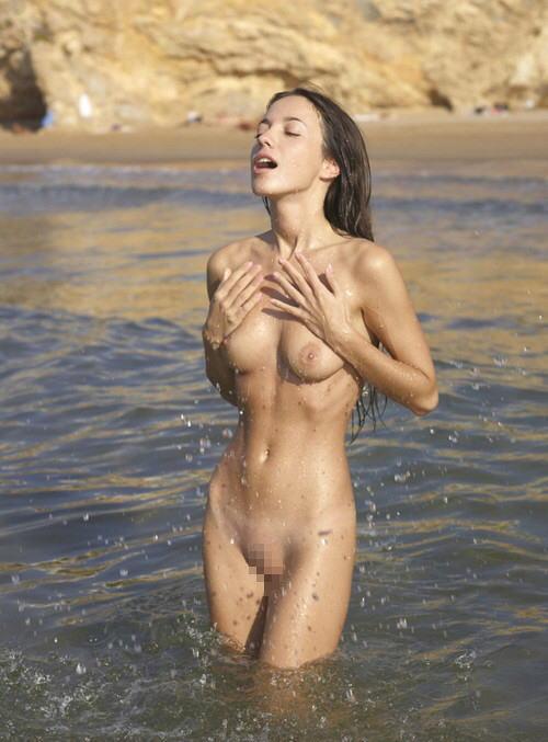 若い 可愛い ヌーディストビーチ エロ画像【39】